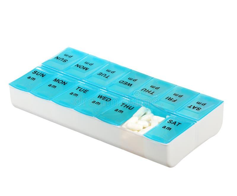 Коробка дозы медицины изолированная на белой предпосылке. Еженедельная дозировка лекарства в распределителе пилюльки стоковое фото rf