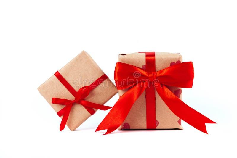 Коробка пакета подарка с смычком ленты стоковое изображение rf