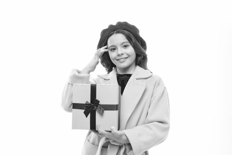 Коробка подарка на день рождения владением ребенк девушки списка целей дня рождения счастливая Покупки дня рождения Девушка дня р стоковое фото