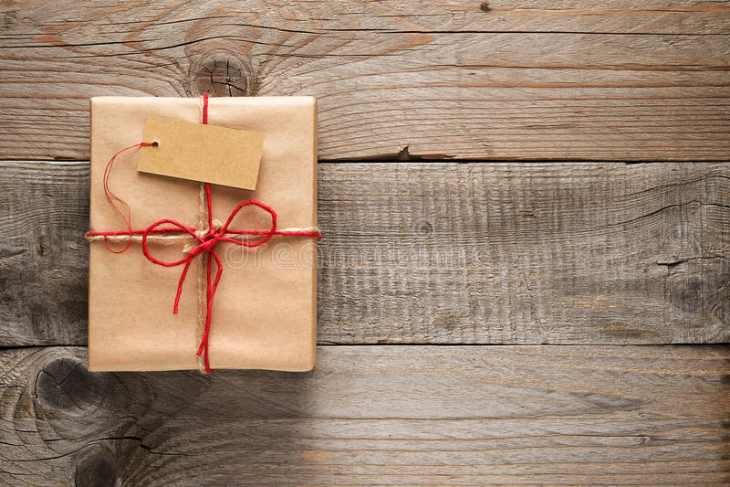 Коробка подарка с биркой стоковые фотографии rf