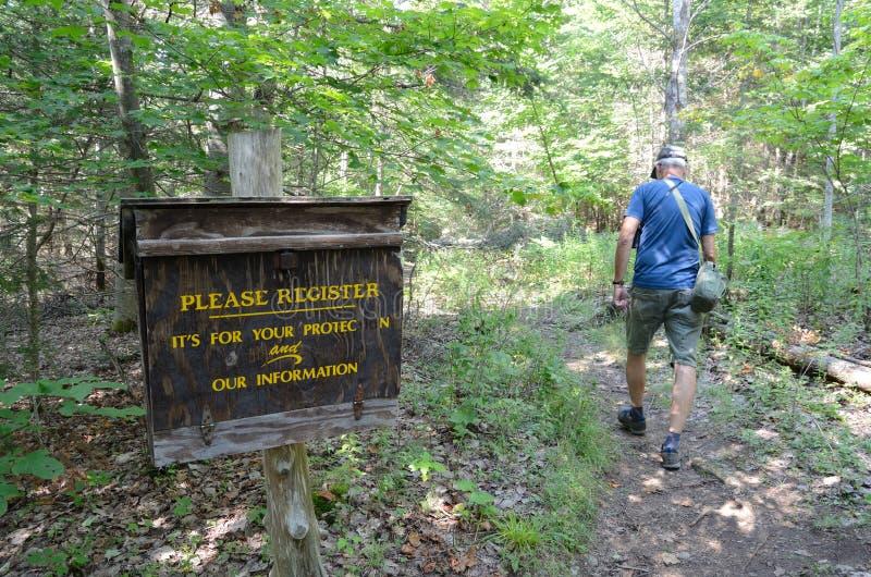 Коробка регистрации Hiker, Adirondacks стоковые фотографии rf