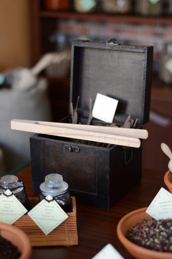 Коробка специй в базаре стоковая фотография rf