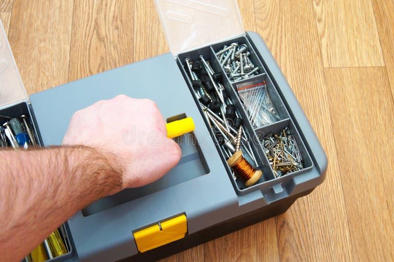 Коробка с комплектом инструментов домочадца стоковые фотографии rf