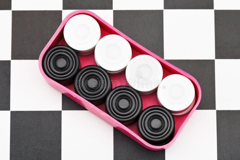 Коробка с контролерами на шахматной доске стоковые изображения