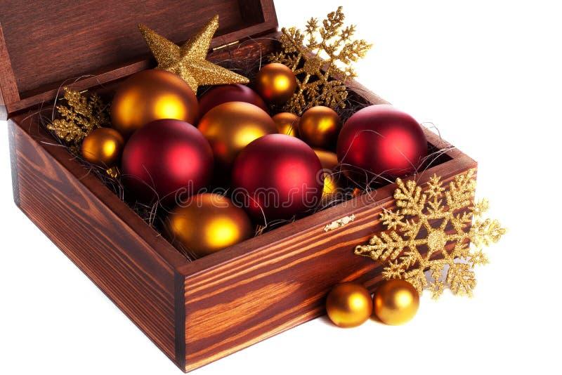 Коробка с baubles рождества стоковое изображение rf
