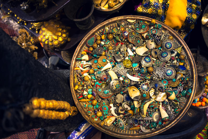 Коробка украшений и серебра, сокровище, в рынке souk в Muscat стоковая фотография rf