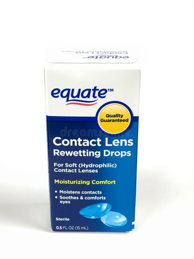 Коробка Rewetting контактных линзов Equate падает на белый фон стоковая фотография rf