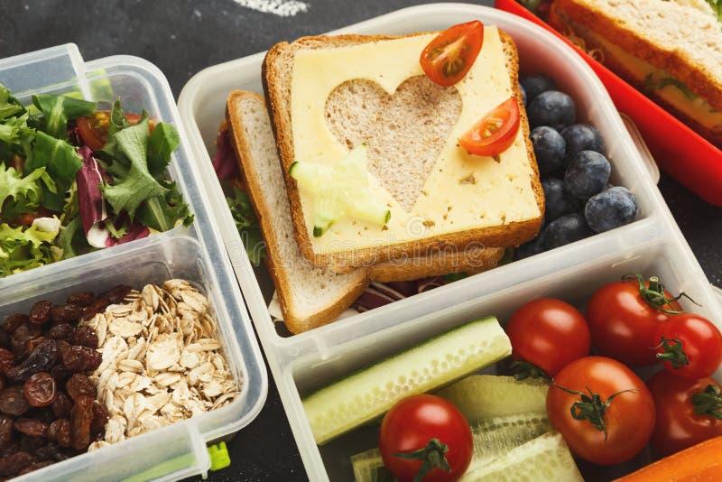 Коробки для завтрака для ребенк Здоровая закуска для обедающего школы стоковые фото