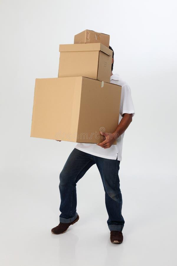 коробки носят человека стоковое фото