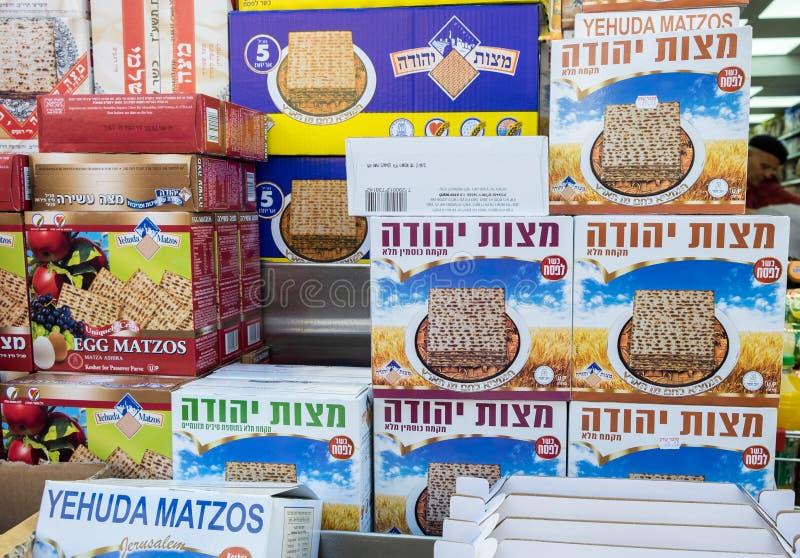 Коробки Matzot кошерные для еврейской пасхи, для продажи стоковые изображения rf