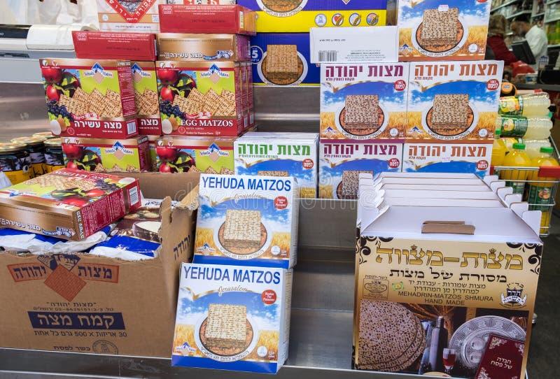 Коробки Matzot кошерные для еврейской пасхи, для продажи стоковые фотографии rf