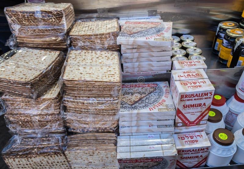 Коробки Matzot кошерные для еврейской пасхи, для продажи стоковая фотография rf