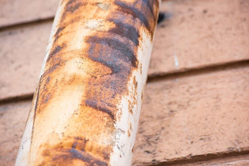 Корозия на водосточной трубе стоковые фото