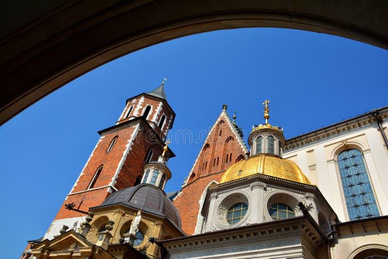 Королевская базилика Archcathedral Святых Stanislaus и Wenceslaus на холме Wawel стоковое изображение