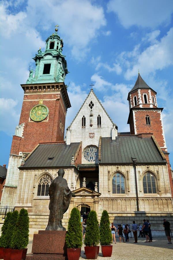 Королевская базилика Archcathedral Святых Stanislaus и Wenceslaus на холме Wawel стоковые фотографии rf