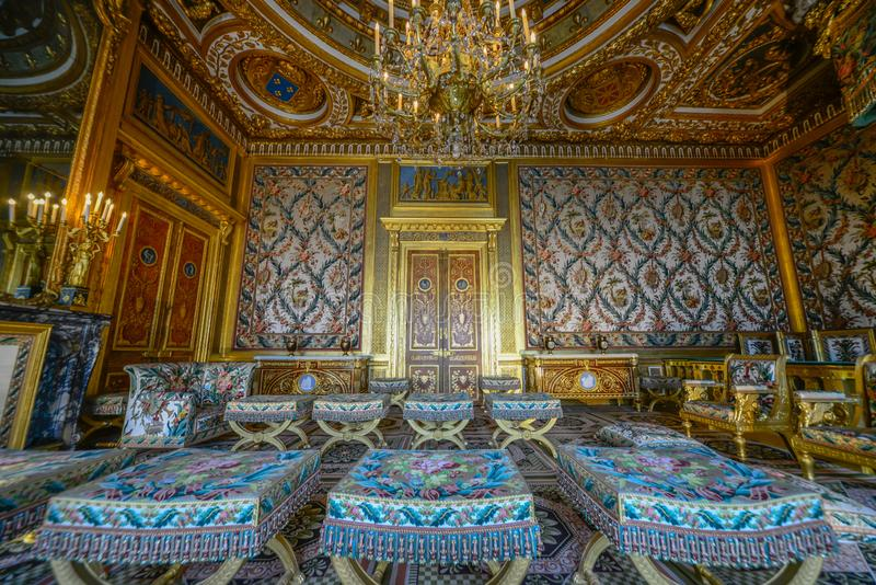 Королевская комната внутри дворца fontainbleau стоковое фото