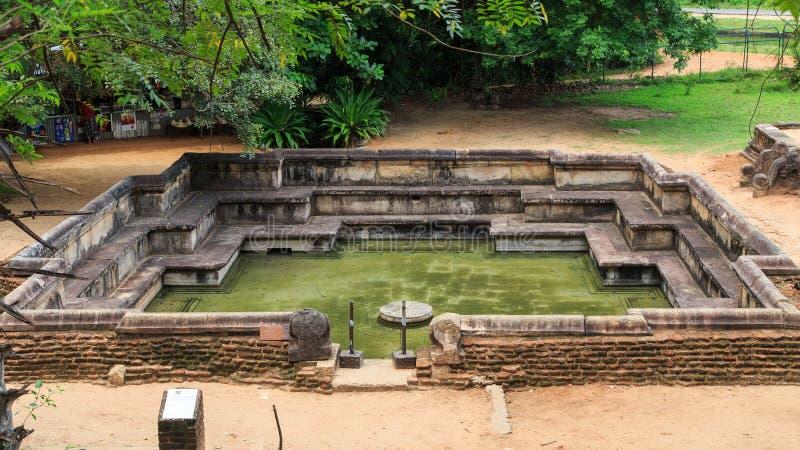 Королевские ванны/пруд - Kumara Pokuna священного города Polonnaruwa - Шри-Ланки стоковое фото