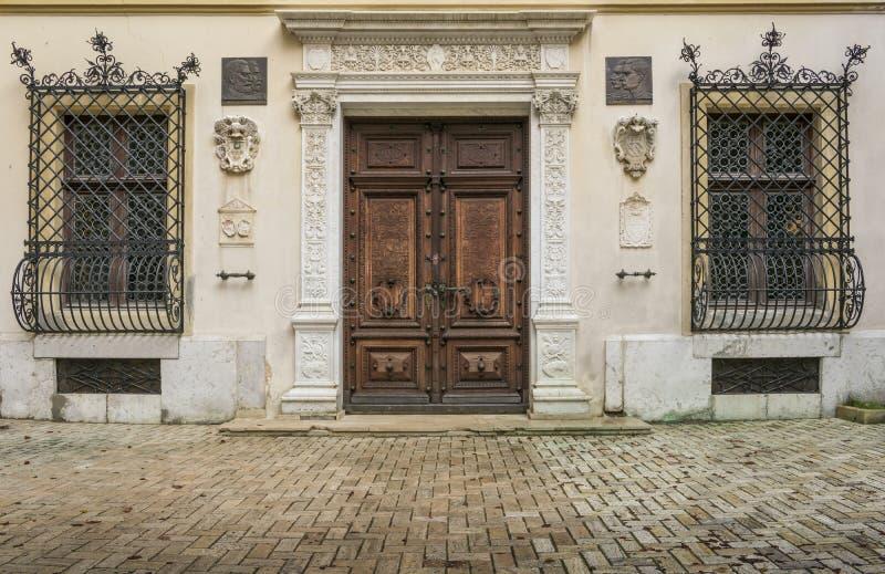 Королевский вход на замок Peles, Румынию стоковое изображение