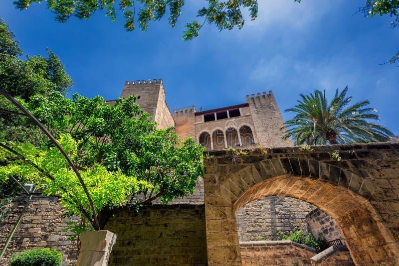 Королевский дворец фасада Almudaina Ла в Palma de Mallorca стоковое изображение