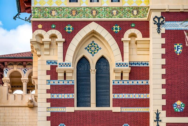 Королевский дворец 1930s в турецких и флорентийских стилях в парке ладони стоковые изображения rf