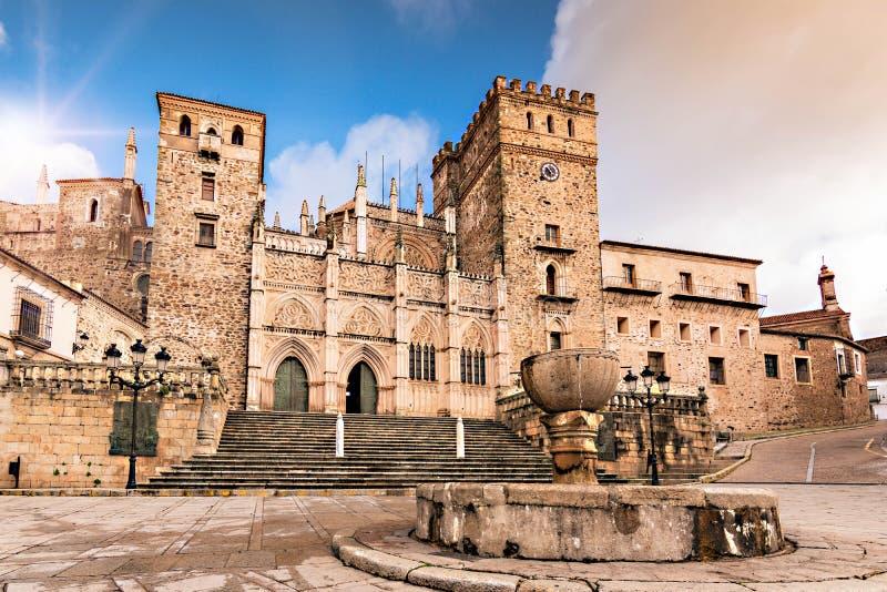 Королевский монастырь Santa Maria de Guadalupe, провинции Caceres, эстремадуры, Испании стоковое фото