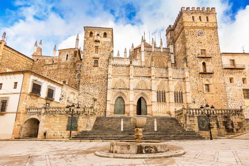 Королевский монастырь Santa Maria de Guadalupe, провинции Caceres, эстремадуры, Испании стоковые фотографии rf