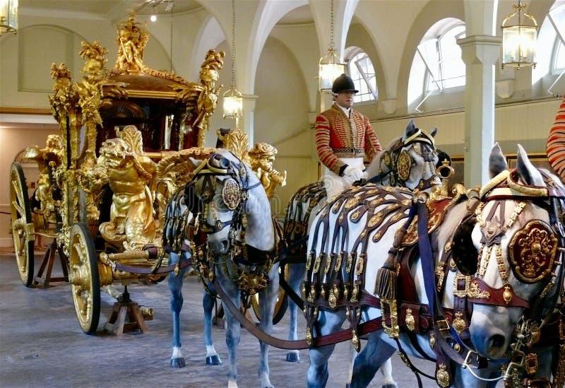 Королевский мяукает, Букингемский дворец стоковые фотографии rf