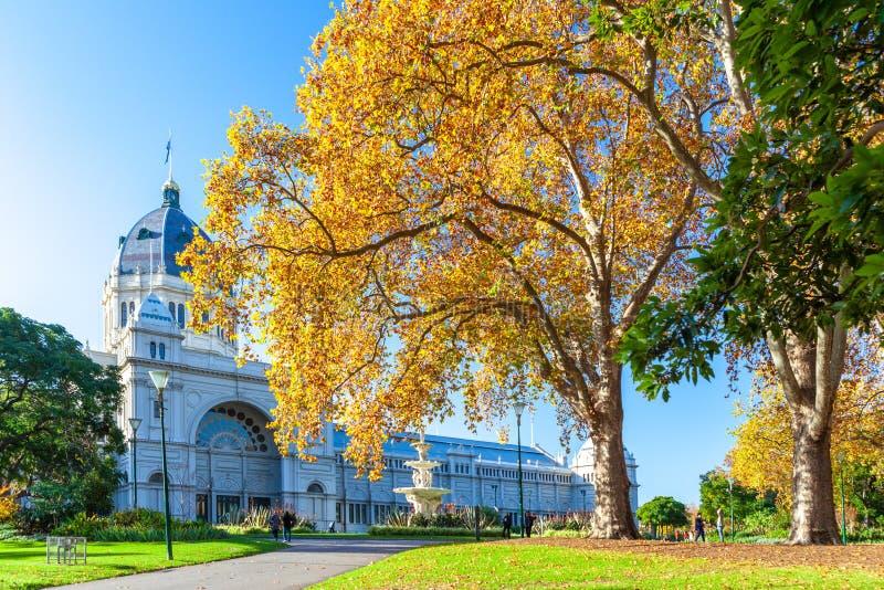 Королевское здание выставки в осени стоковое изображение