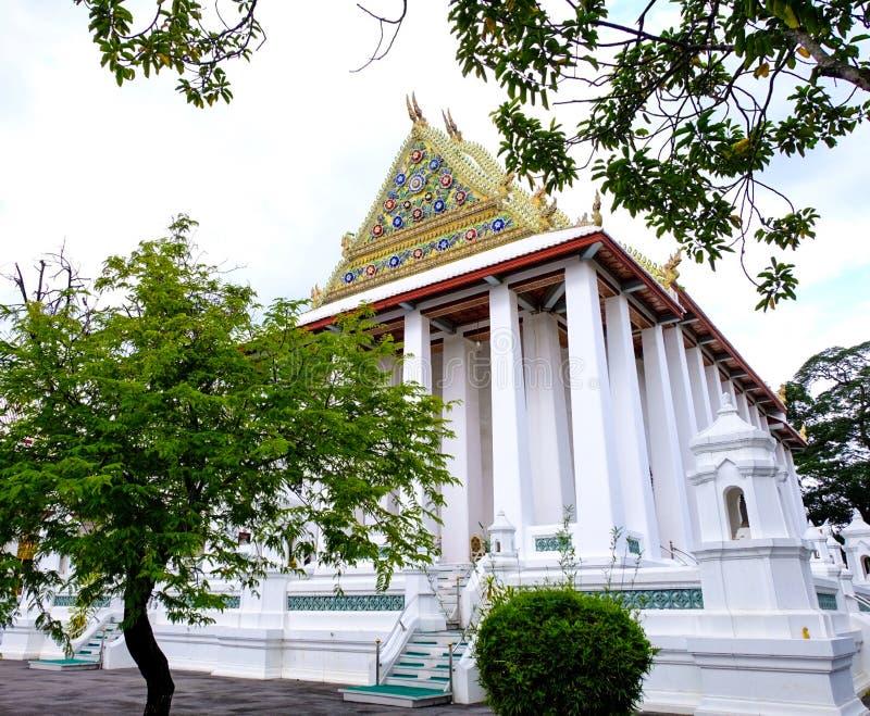 Королевское посвящение Hall от Wat Chaloem Phra Kiat Worawihan Nonthaburi стоковое изображение rf