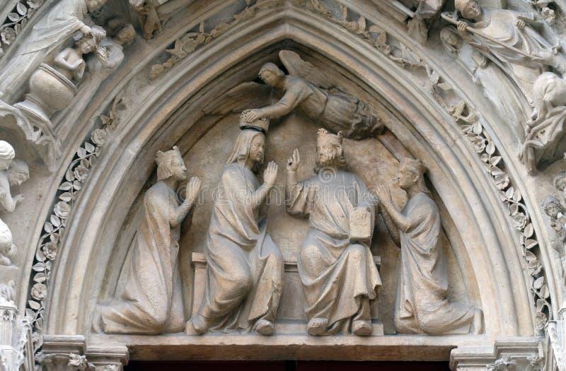 Коронование девой марии, собор Нотр-Дам, Париж стоковые изображения