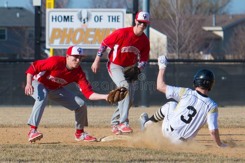 Короткая остановка бейсбола средней школы стоковая фотография