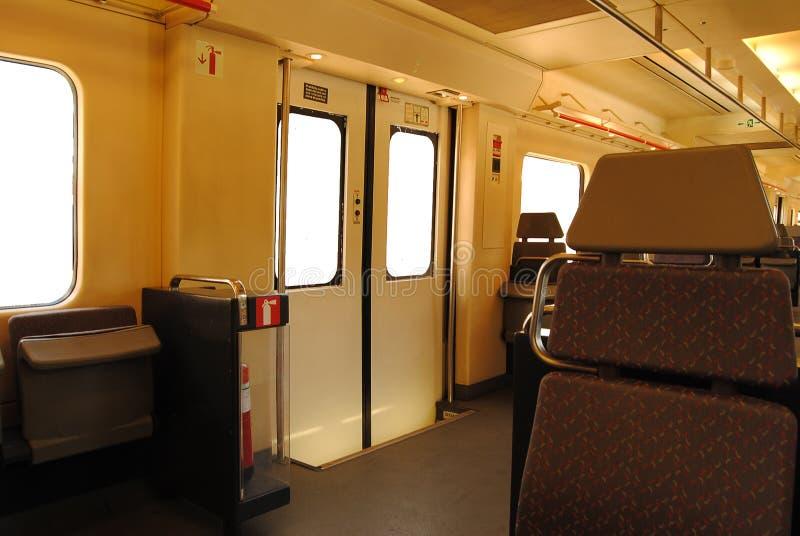 Короткий интерьер поезда расстояния стоковые изображения rf