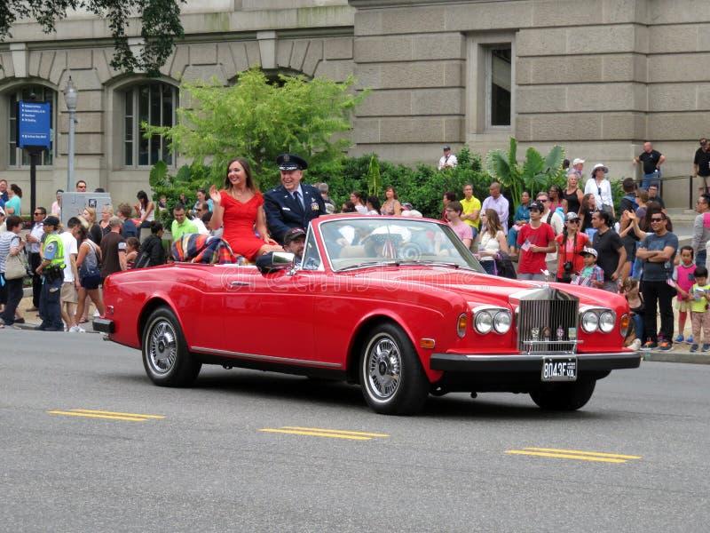 Королева красоты и Rolls Royce стоковые изображения rf