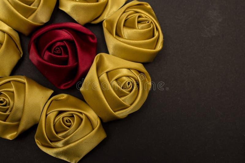 Королевские розы сатинировки стоковые фотографии rf