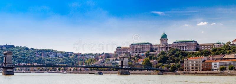 Королевский замок и цепной мост стоковое фото rf