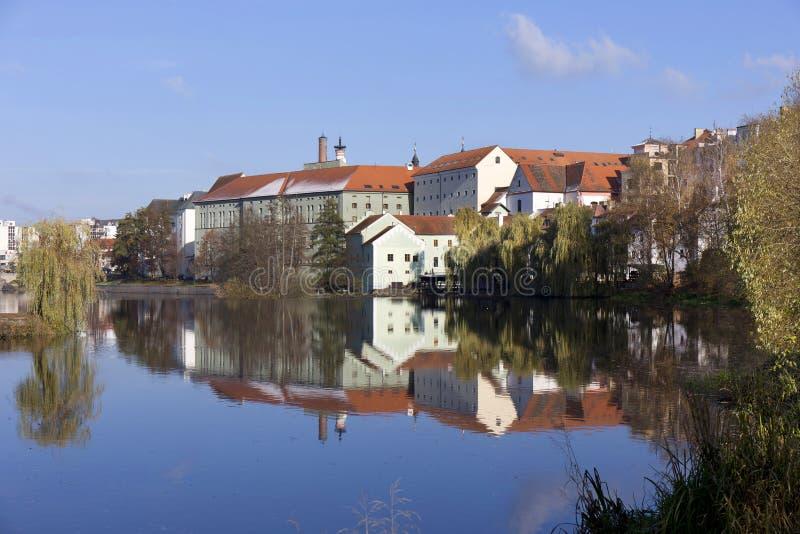 Королевский средневековый городок Pisek зимы над рекой Otava, чехией стоковое изображение