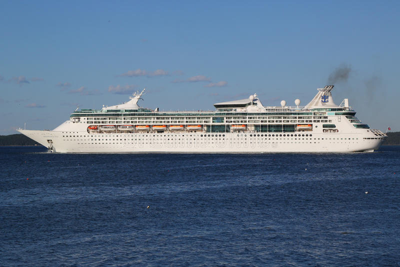 Королевское карибское великолепие туристического судна морей в гавани бара, Мейне стоковые фото