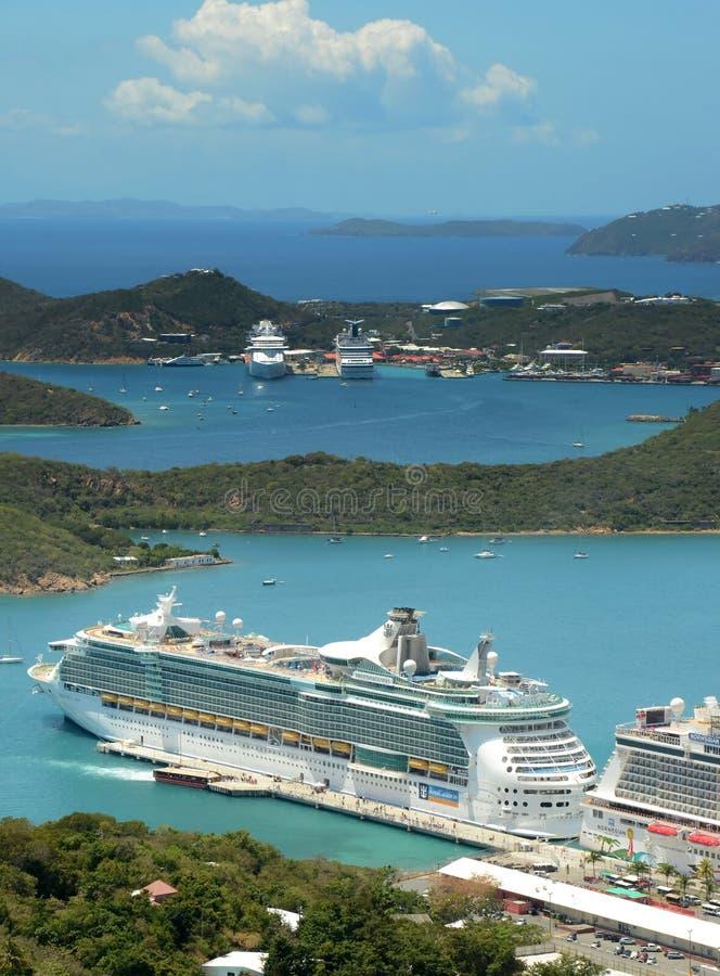 Королевское карибское туристическое судно в St. Thomas, USVI стоковые изображения rf