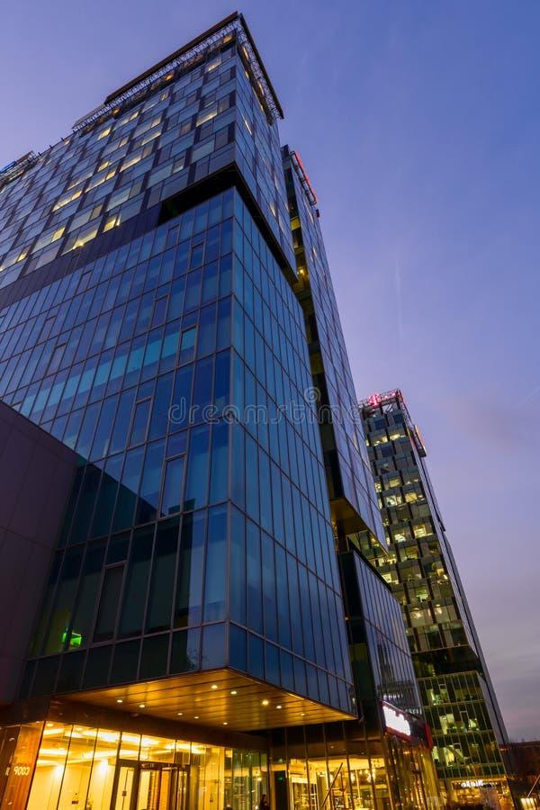 Корпоративные современные здания архитектуры в Бухаресте, башне ворот стоковое фото
