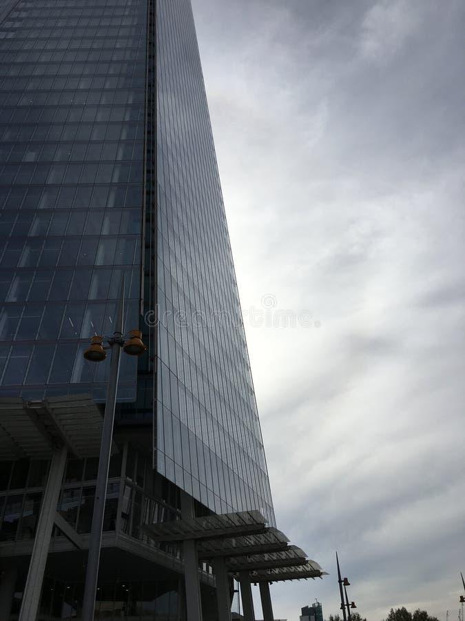 Корпоративные строя небеса серого цвета Лондона стоковое фото rf