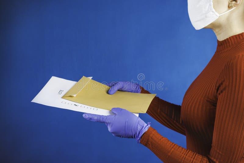 Корреспондентское голосование во время эпидемии стоковое изображение