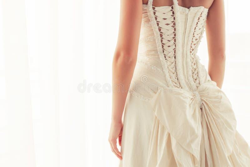 Корсет невест от задней части стоковые фотографии rf