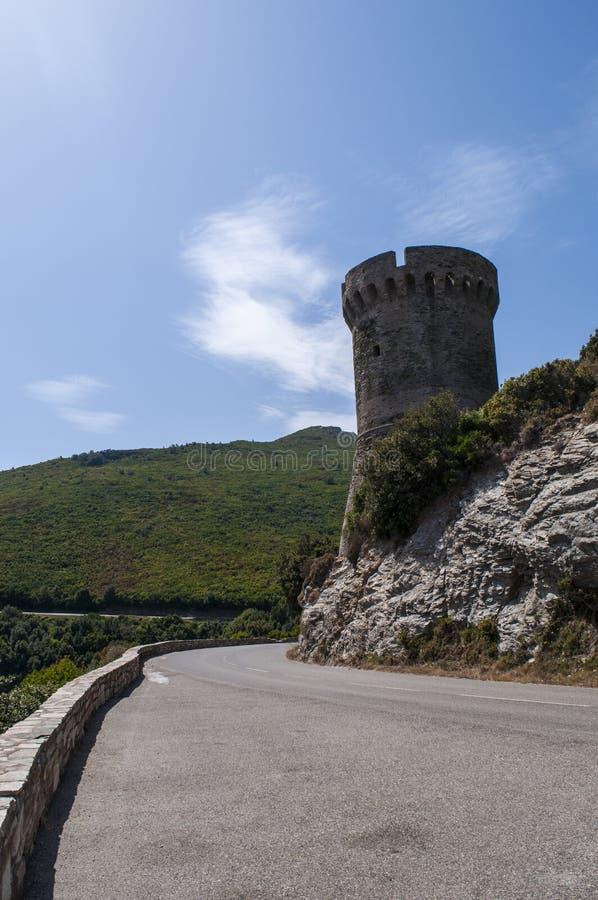 Корсика, крышка Corse, башня Losse, башня l ` Osse, Haute Corse, Genoese башни, Франции, Европы, острова, извилистой дороги стоковая фотография rf