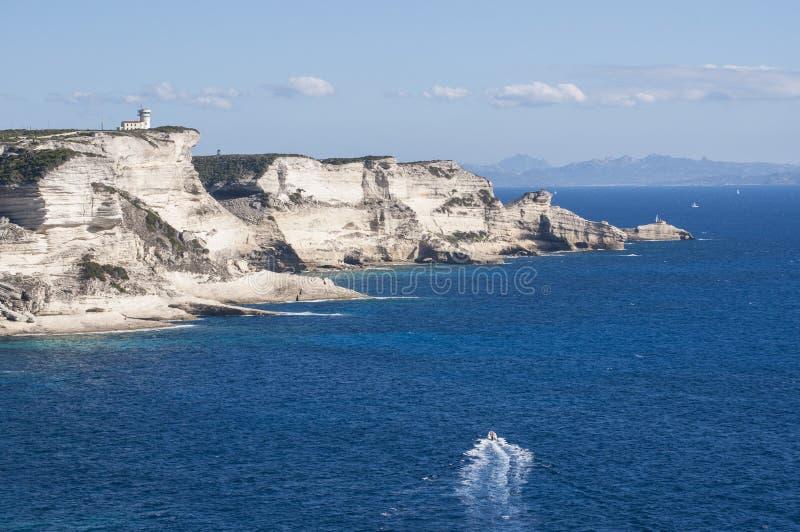 Корсика, Bonifacio, маяк, пролив Bonifacio, пляжа, Средиземного моря, известняка, скалы, утесов, Bouches de Bonifacio стоковые фото