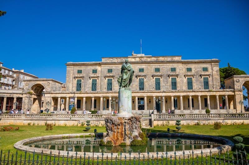 Корфу, Греция - 16 10 2018: Старый королевский дворец St Michael и St. George в городке Корфу, Греции стоковые фото