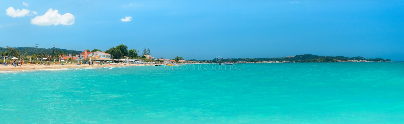 Корфу, панорама побережья в городке Acharavi стоковые фото