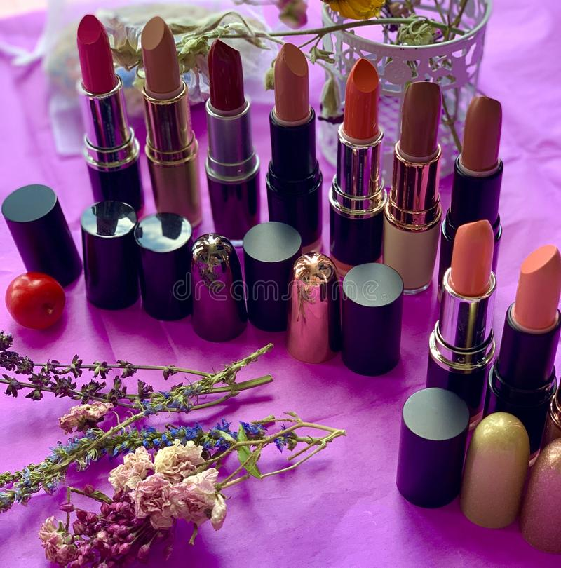 Косметики для губ, губной помады красного цвета стоковая фотография rf