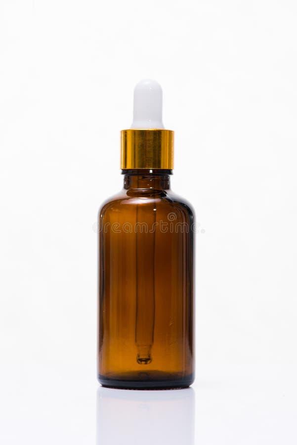 Косметики, увлажнитель, бутылка сыворотки изолированная на белизне стоковая фотография