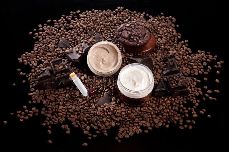 Косметические сливк и кофе стоковая фотография