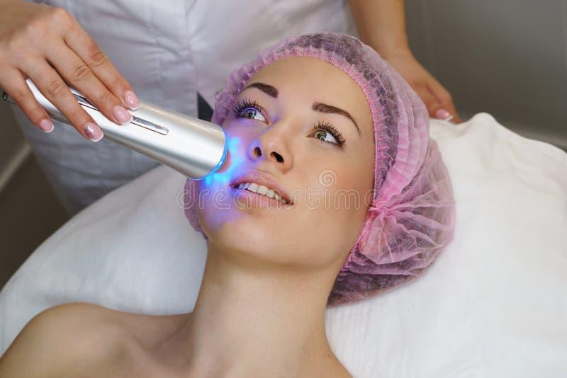 Косметология оборудования Ультразвук chromotherapy стоковая фотография rf